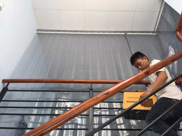 Rèm nhựa chắn cầu thang